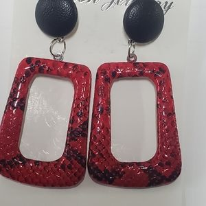 RED AND BLACK FASHION JEWELRY POST EARRINGS